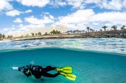 Lanzarote Scuba Diving Holiday - Costa Teguise. Dive scooter.