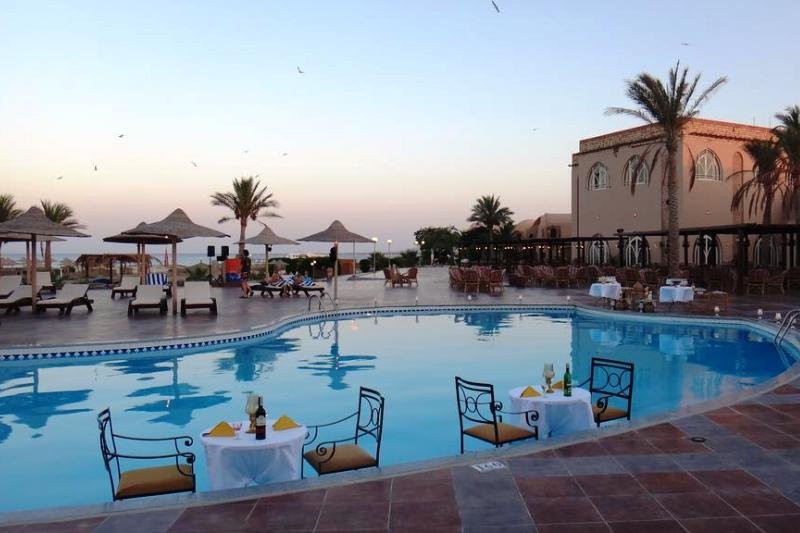 Hotel shams alam marsa alam divers hotel dive holiday hotel marsa alam for Red lodge swimming pool timetable