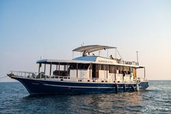 Maldives Emperor Atoll Liveaboard - whole boat and group charters.